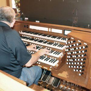 Sequoyah Hills Presbyterian Church, Knoxville, TN - playing new Allen Custom Four Manual